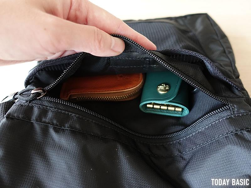 カリマーのトレックキャリーサコッシュに財布やキーケースを収納