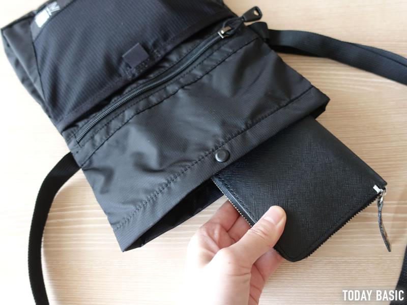 カリマーのトレックキャリーサコッシュに長財布を収納