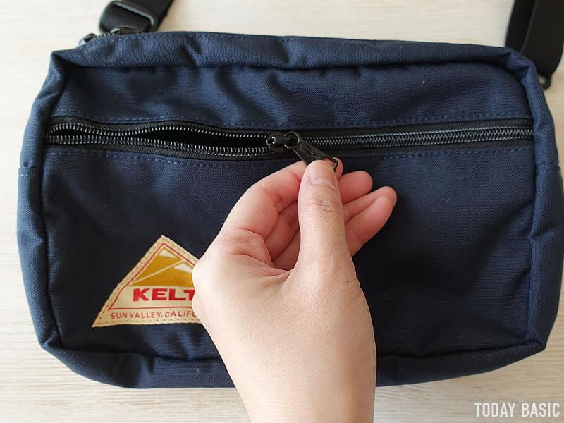 ケルティの長方形ジップショルダーバッグのファスナー付きポケット
