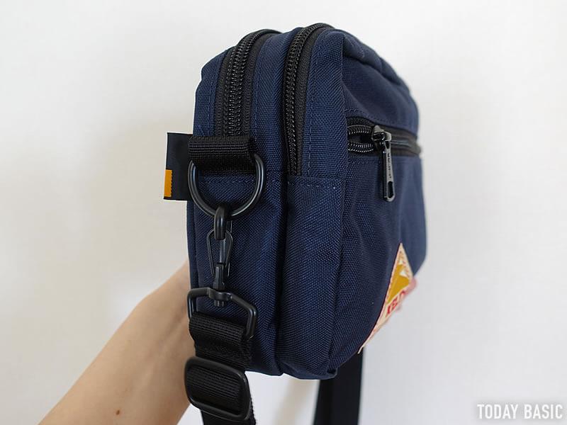 ケルティの長方形ジップショルダーバッグに長財布とペットボトルを収納