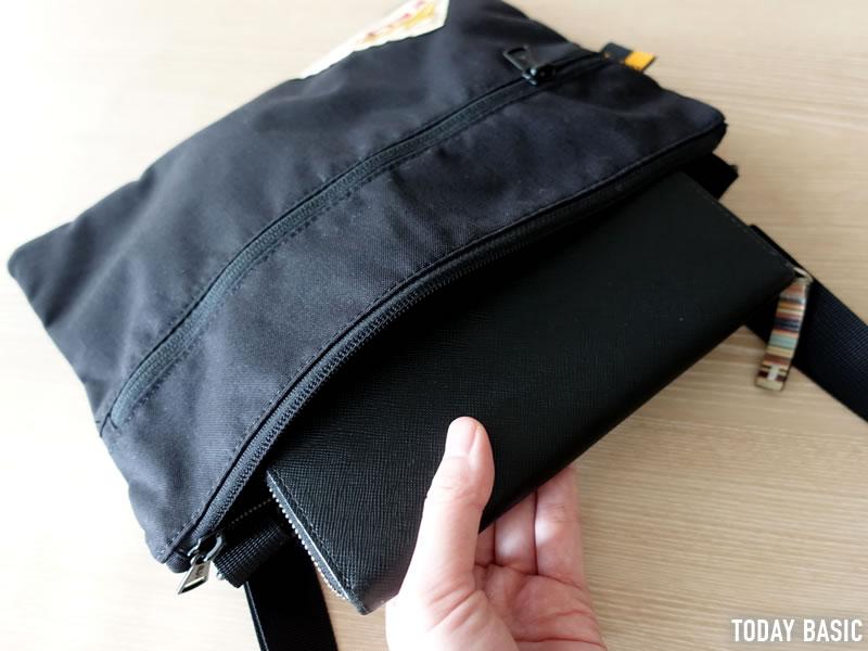 ケルティのサコッシュ・ヴィンテージ フラットポーチSMに長財布を収納