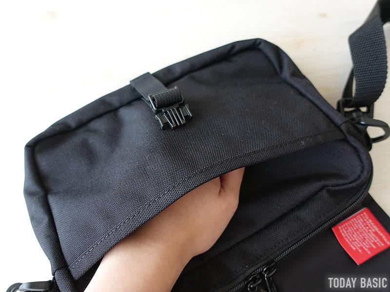 マンハッタンポーテージのファーロッカウェイバッグの手前ポケット