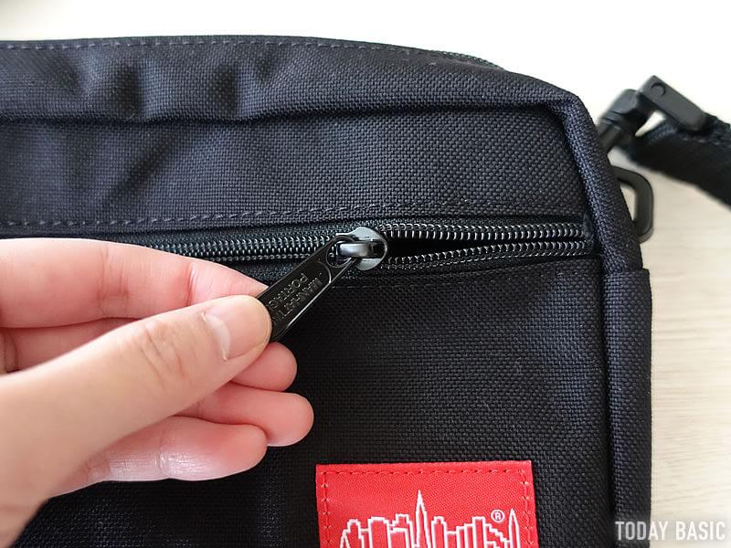 マンハッタンポーテージのジョガーバッグの前面ファスナー付きポケット