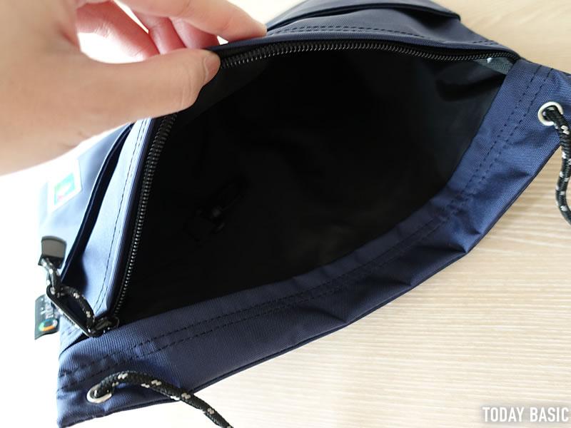 MEIのサコッシュバッグの大きいポケット