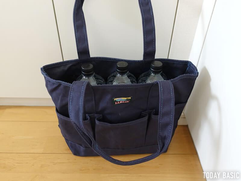 LLビーンのカタディン・キャンピング・トートバッグに2Lペットボトルを収納