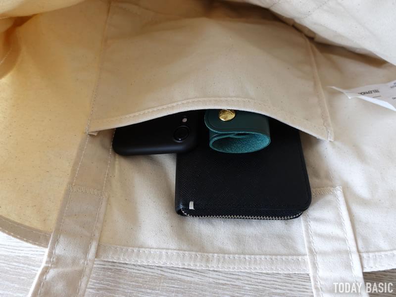 LLビーンのカタディン・キャンピング・トートバッグに長財布とスマホを収納