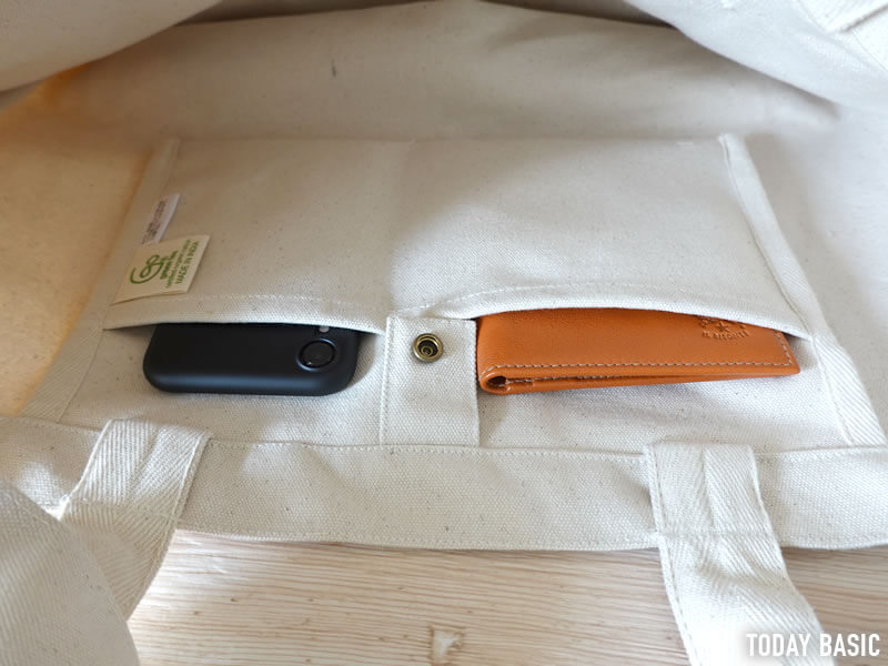 ノースフェイスのユーティリティートートバッグの内側ポケット