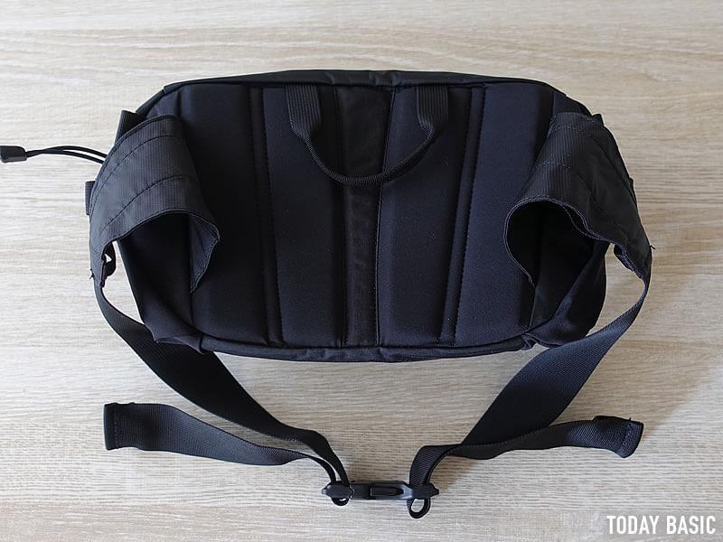 ザノースフェイスのウエストバッグ・スピナの背面の画像