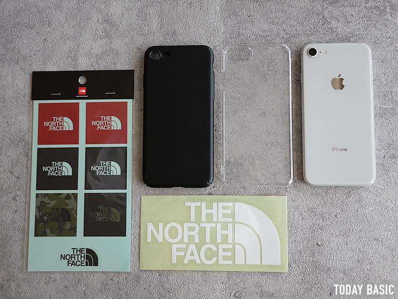 ザノースフェイスのステッカーを携帯電話・スマホケースに貼った画像