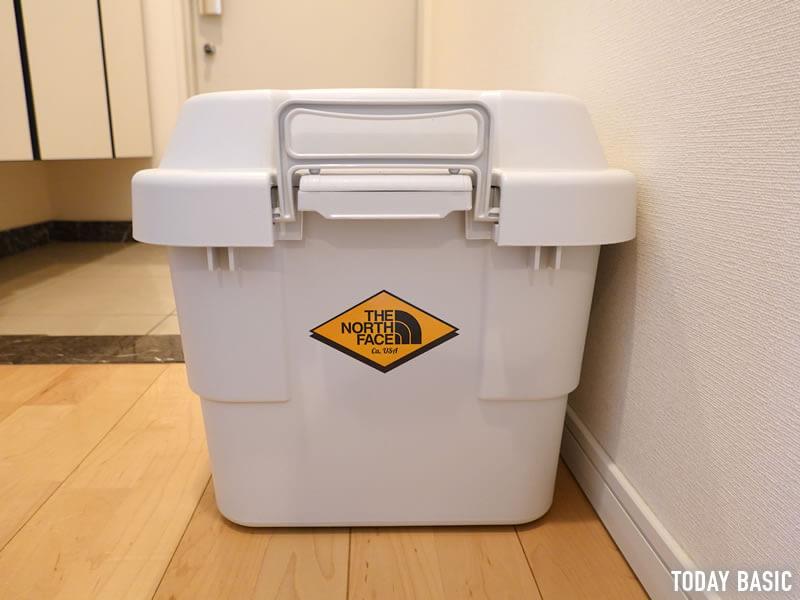 ザノースフェイスのステッカーを無印良品のPP頑丈収納ボックスに貼った画像