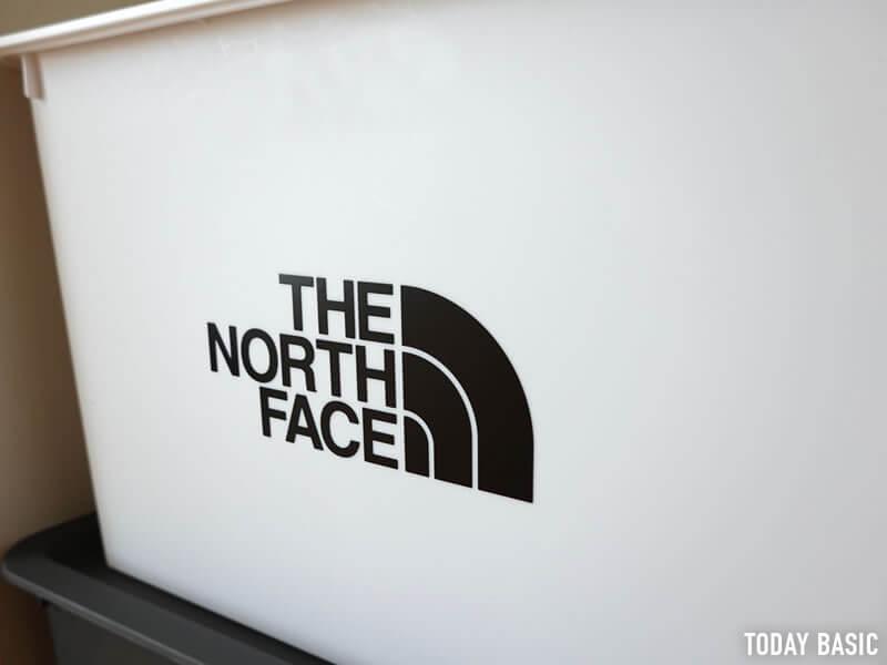 ザノースフェイスのステッカーをダイソーのスクエア収納ボックスに貼った画像