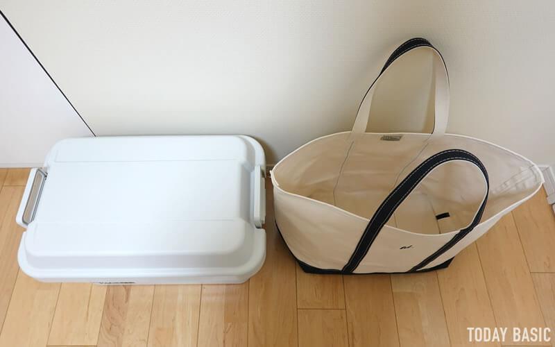 LLビーンのボートアンドトートバッグのエキストララージと無印良品頑丈収納ボックスを並べる
